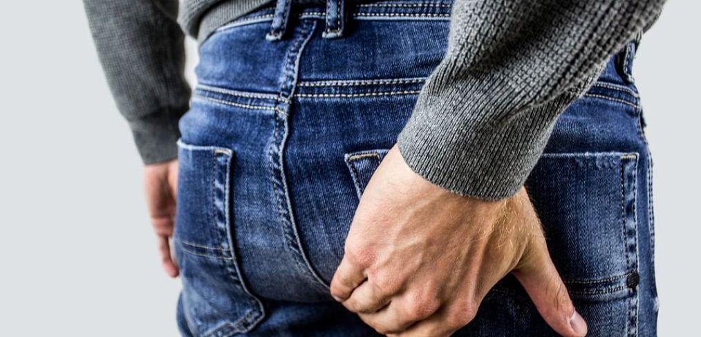 uomo con problemi di prostata